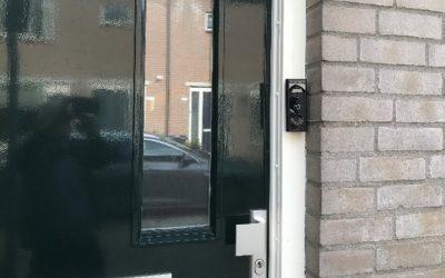 Voordeur open.. of toch maar niet?